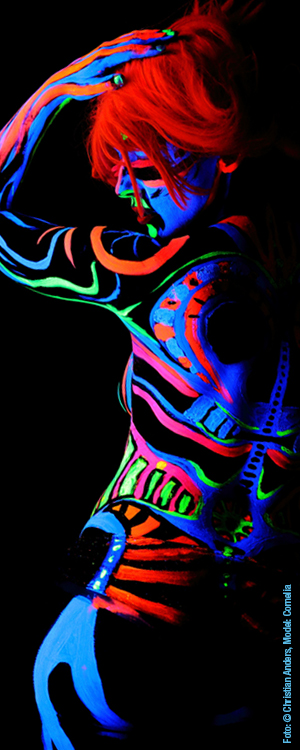 Paint in black Bodypainting