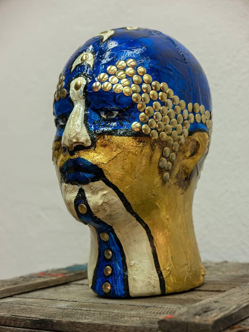 Zaungast blau gold rechts Skulptur Kopf